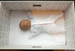 Τα χαρτόκουτα που κατέβασαν τους δείκτες της βρεφικής θνησιμότητας στη Φινλανδία