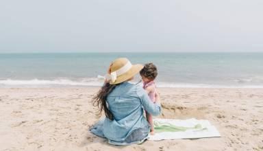 5 λόγοι γιατί κάθε μαμά πρέπει να νιώθει άνετα φορώντας το μαγιό της φέτος το καλοκαίρι