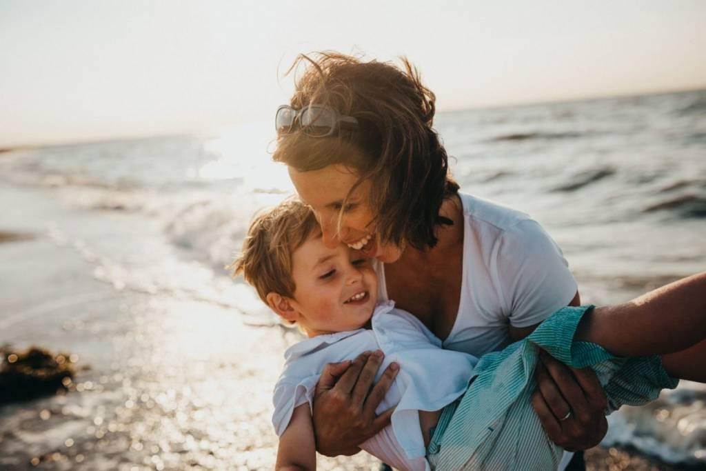 20 πράγματα που τα παιδιά πρέπει να δουν τους γονείς τους να κάνουν