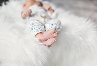 Το μασάζ στα μωράκια πριν από επώδυνες ιατρικές εξετάσεις, απαλύνει τον πόνο τους