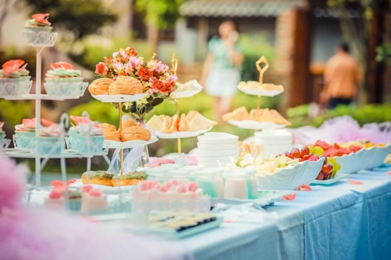 Το καλύτερο πάρτι για τα πρώτα τους γενέθλια και πώς να το οργανώσετε